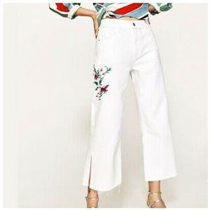 Zara| Embroidered Frayed Hem Crop Jeans